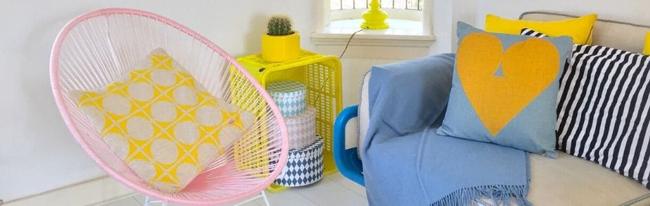 blog zomers interieur kussens plaids geel blauw