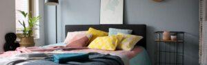 Styling met kleurrijke kussens en warme plaids