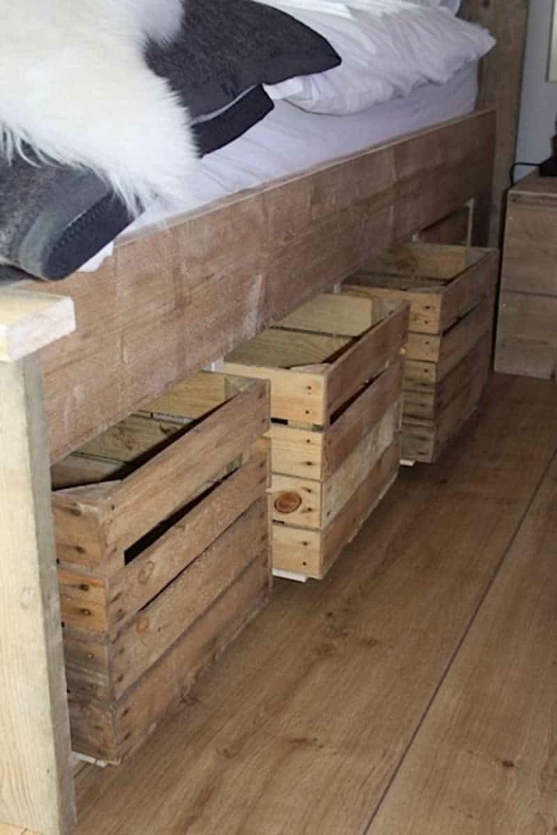 bed kistjes paarse slaapkamer