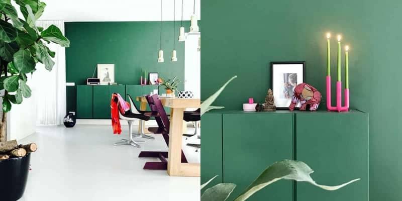 binnenkijken groene muur roze