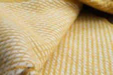 gele plaid wit klippan lamswol