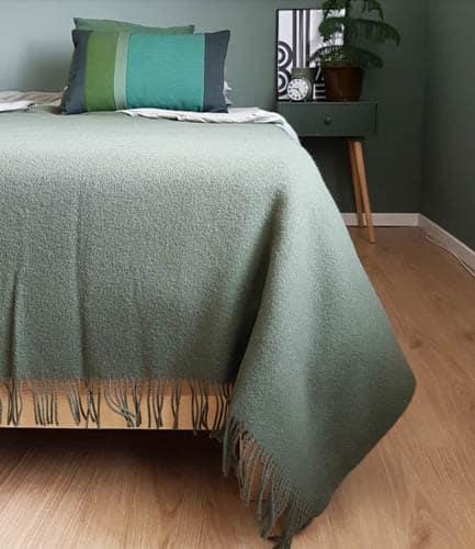 groene plaid bed slaapkamer