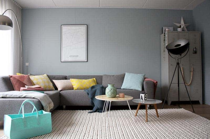 Blauwe Design Bank.Blog Over Styling Van Je Woonkamer Met Kussens En Plaids