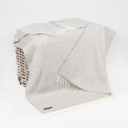 plaid lichtgrijs cashmere wol visgraat