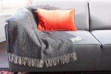 plaid zwart kussen oranje