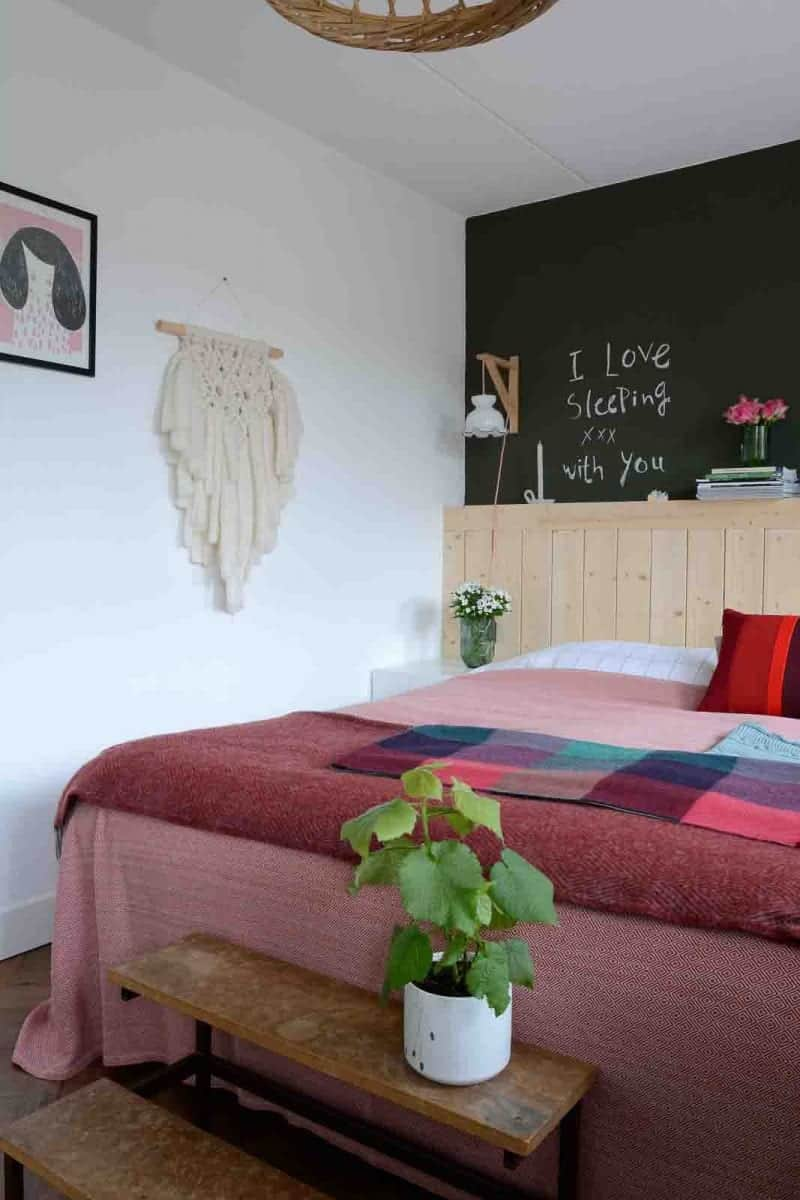 slaapkamer rode sprei