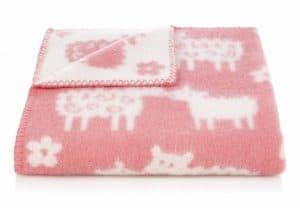 Wiegdeken wol roze schapen