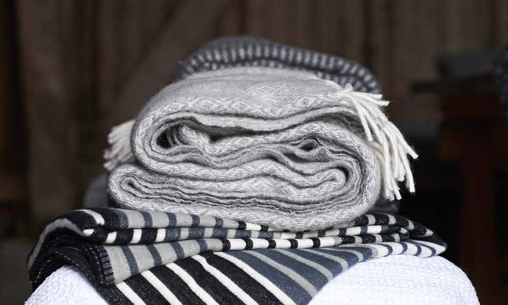 grijze dekens wol