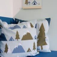 kussen blauw groen bomen bergen tenten