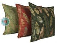 sierkussens groen veren meubelstof rood