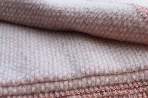 roze plaid lamswol klippan domino