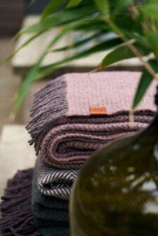 plaids roze wol recycled klippan wave