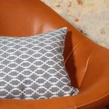 kussen grijs langwerpig patroon lindy