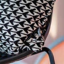 kussen zwart wit detail rome