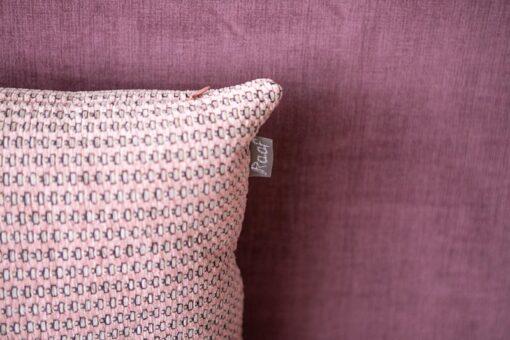 sierkussen roze roza raaf