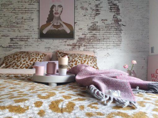 plaid roze cosy rose woll mcnutt deken