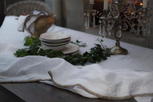 tafellaken tafelkleed wit linnen