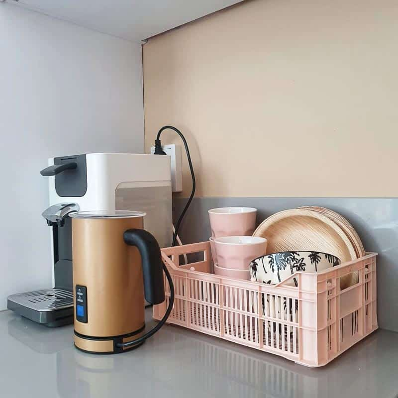 binnenkijken keuken roze