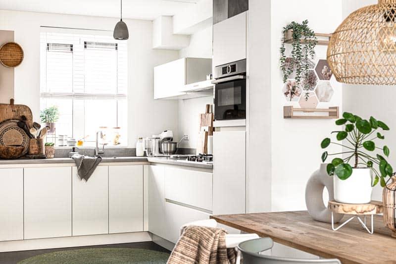 keuken binnenkijken beige