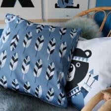 sierkussen blauw beer indiaan kinderkamer