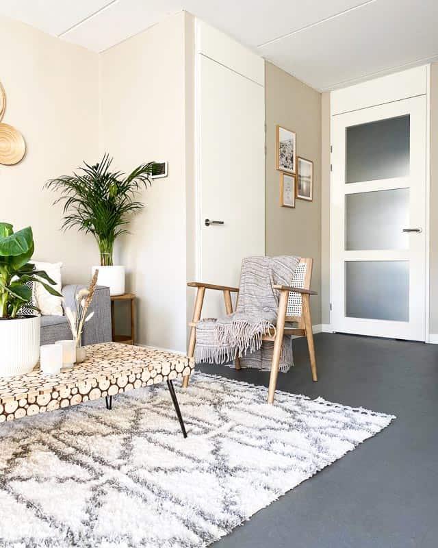 wonenbijchan binnenkijken woonkamer beige
