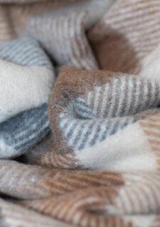 picknickkleed beige ruiten wol detail