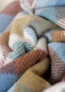 picknickkleed ruiten regenboog wol detail