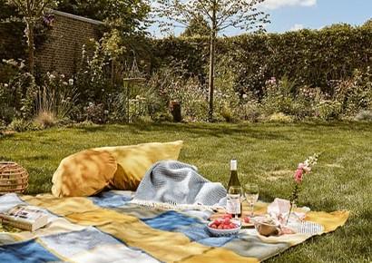 wollen-picknickkleed-blauw-geel-ruiten
