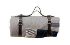 Picknickkleed beige grijs visgraat wol