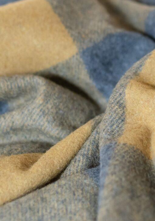 Picknickkleed mosterdgeel grijs wol geruit