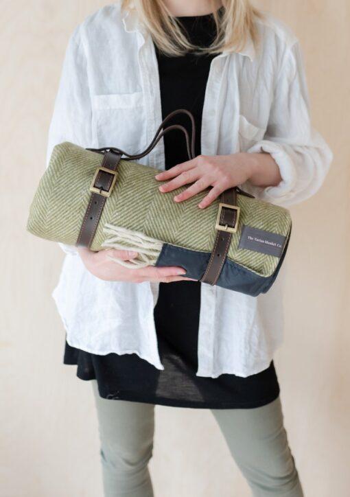 Picknickkleed wol olijfgroen visgraat compact