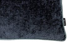 Kussen donkerblauw meubelstof detail Raaf Hotel