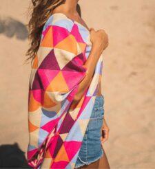 Kleurrijk strandlaken met geometrische print