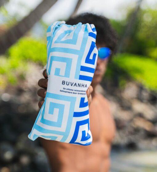 Microvezel strandlaken of reishanddoek blauw met opbergtasje