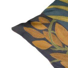 Sierkussen van katoen met botanische print