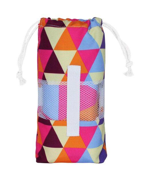 Strandlaken reishanddoek met opbergtas geometrische driehoeken roze geel oranje