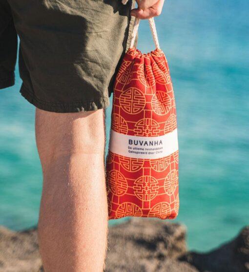 Strandlaken rood geel met opbergtasje reishanddoek
