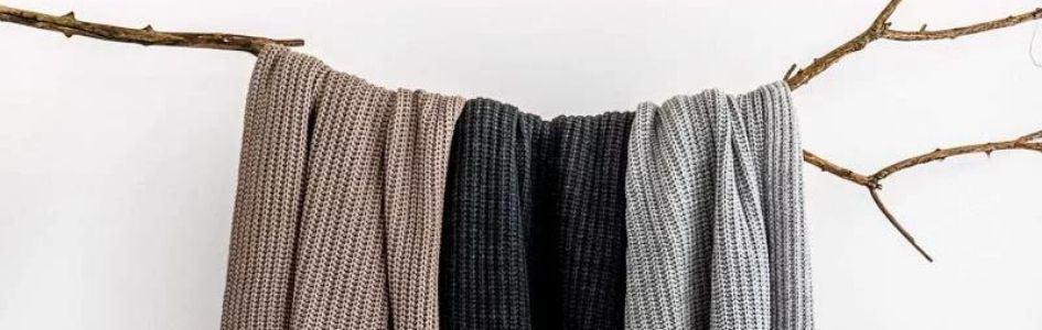 Neutrale kleuren in huis saai? Zeker niet met deze kussens en plaids!