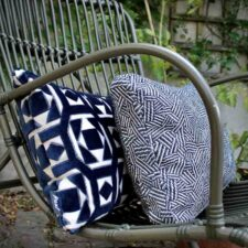 Kussen donkerblauw velvet raaf saloua